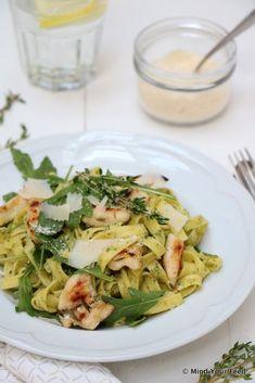 Pasta pesto with grilled chicken - pasta - Recepten Easy Smoothie Recipes, Snack Recipes, Dinner Recipes, Healthy Pastas, Good Healthy Recipes, Healthy Student Meals, Feta, Grilled Chicken Pasta, Paleo