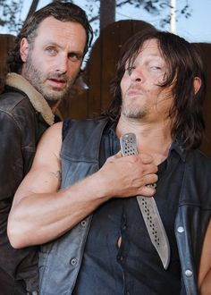 Norman Reedus & Andrew Lincoln behind the scenes of The Walking Dead Season 6 Episode 11 | Knots Untie