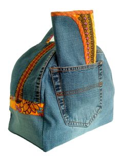 Cute bag inspiration. Make small enough to take lunch in it or large enough for overnight bag.
