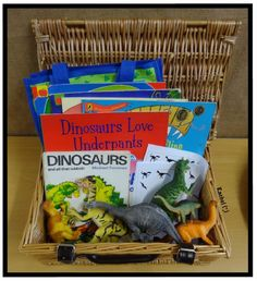 "Dinosaur story basket from Rachel ("",) Dinosaurs Preschool, Preschool Literacy, Early Literacy, Book Corner Ideas Preschool, Literacy Bags, Preschool Ideas, Kindergarten, Eyfs Activities, Infant Activities"