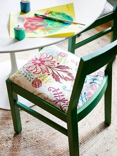 Update your eating space by using a gorgeous green! More open space cottage makeovers: http://www.bhg.com/decorating/small-spaces/homes/open-space-cottage-makeover/?socsrc=bhgpin073014handcrafted&page=7
