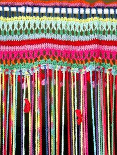 Fly curtain.Pattern from Haken& Kleur by Saskia Laan and Claire Boeter. Mascha's kleurrijke freubels: Vliegengordijn