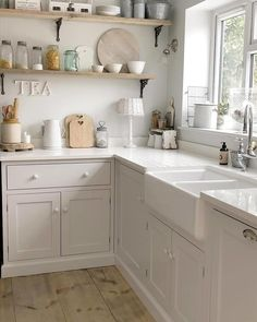 Best tiny kitchen design ideas have finally landed. Discover some interesting ideas to redecorate your tiny kitchen. Cosy Kitchen, Small Cottage Kitchen, Small Kitchen Storage, Open Kitchen, Small Storage, Kitchen Ideas, French Cottage Kitchens, Cottage Kitchen Cabinets, Small Country Kitchens