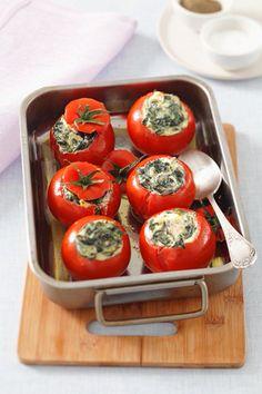 Una receta de tomates rellenos, sencilla, rápida y muy apetecible