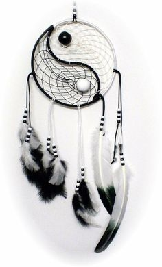 monochrome dream catcher, with white and black feathers, matching two-tone beads, and a yin and yang motif - Salvabrani Yin Yang, Diy Dream Catcher Tutorial, Diy And Crafts, Arts And Crafts, Beautiful Dream, Black Feathers, String Art, Wind Chimes, Handmade