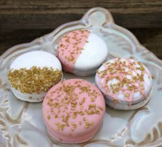 Shabby Chic baby shower deserts, pink and gold dipped oreos Villarta i bet we could do these :) Idee Baby Shower, Shabby Chic Baby Shower, Baby Boy Shower, Baby Shower Desserts, Baby Shower Cookies, Oreo Pops, Gold Baby Showers, How To Make Chocolate, Cakepops
