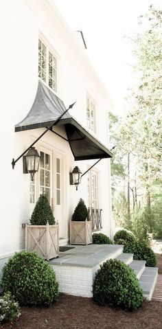 Beautiful front porch design with front door overhang. Beautiful front porch design with front door overhang. House With Porch, House Front, Front House Lights, Front Door Planters, Front Door Overhang, Front Stoop Decor, Boxwood Planters, Wooden Planters, Brick Steps