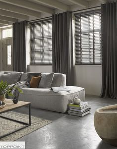 Venetian blinds and linen curtains Home Living Room, Living Room Decor, Living Spaces, Room Interior, Interior Design, Curtains With Blinds, Linen Curtains, Home Fashion, Interior Inspiration