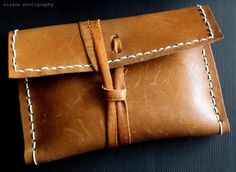 DIY: Leather clutch from an old bag