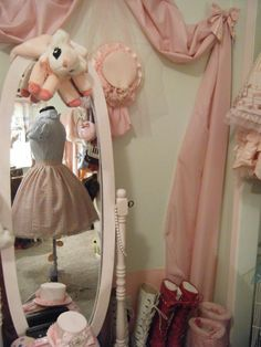 I desperately want a mannequin in my room/closet! (。♥‿  ♥。)