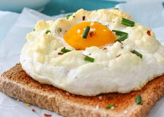 Easy Cloud Eggs recipe also called Eggs on a Cloud. Its a fun way to make eggs for breakfast. How to make a cloud eggs? Egg Recipes For Breakfast, Brunch Recipes, Coconut Cream Eggs Recipe, Ways To Cook Eggs, Eggs Low Carb, Deviled Eggs Recipe, Egg Dish, Happy Foods, Food Trends