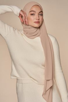 Shop the largest collection of high-quality, designer hijabs available for sale online. Modest Fashion Hijab, Casual Hijab Outfit, Hijab Chic, Muslim Fashion, Modest Outfits, Street Hijab Fashion, Hijab Dress, Fashion Outfits, Hijabs