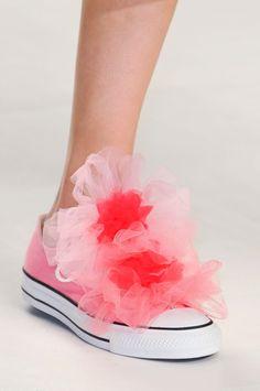Scarpe donna. Tutte le calzature più strane alla moda e di tendenza.  Partendo dagli stivali 2ad9d2f0857