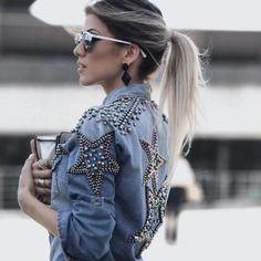 42 ideas for customizing the old denim jacket. Further instructions - Denim Jacket Outfit Jean Jacket Outfits, Denim Outfit, Jacket Jeans, Denim Fashion, Look Fashion, Fashion Outfits, Fashion Tips, Mode Jeans, Embellished Jeans