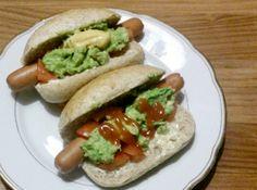"""Hoppa! De snelle hap van vanavond: Chileense """"completos"""", oftewel hotdogs :D recept nu op de Facebook van Roots and Foods: http://www.facebook.com/rootsandfoods"""