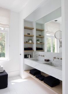 The bathroom is an essential part of the house, where it is good to take care of yourself and relax to fill with serenity. Discover our instructions for a Zen bathroom with our 8 decorating ideas: you have beautiful hours… Continue Reading → Contemporary Bathrooms, Modern Bathroom, Master Bathroom, Bathroom Wall, Asian Bathroom, Luxury Bathrooms, Floating Shelves Bathroom, Floating Vanity, Bad Inspiration