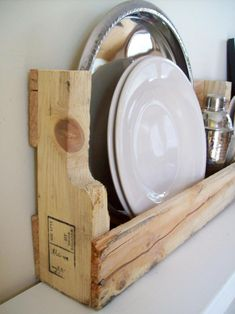 Transform discarded wood pallets into rustic wood wall shelves in minutes. Use them to keep cookbooks, dishes, bottles and other kitchen accessories within reach. Get step-by-step instructions for the pallet shelf here. Wood Pallet Furniture, Furniture Projects, Diy Furniture, Furniture Plans, Recycled Furniture, Furniture Makeover, Antique Furniture, Recycled Pallets, Wooden Pallets