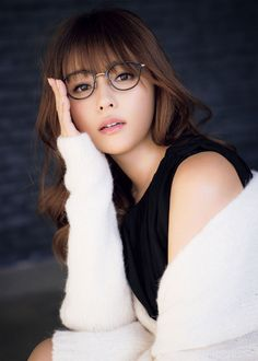 Beauty in its most natural form! Asian Cute, Pretty Asian, Cute Asian Girls, Beautiful Asian Women, Beautiful Japanese Girl, People With Glasses, Girls With Glasses, Japanese Beauty, Asian Beauty