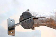 So kann man also einen Ast als Gardinenstange aufhängen