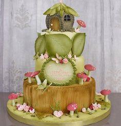 Adorei este bolo. Muito encanto nele... #ideiasdebolosefestas #ideiasdefestas #festamenina #jardimencantado #bosqueencantado por @lisfonsecasugar