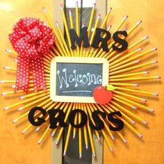 This pencil and cork wreath is the perfect back to school display for home or school. You can even tack messages to the cork center. Teacher Wreaths, School Wreaths, Teacher Appreciation Gifts, Teacher Gifts, Teacher Presents, Student Teacher, Craft Gifts, Diy Gifts, Classroom Door