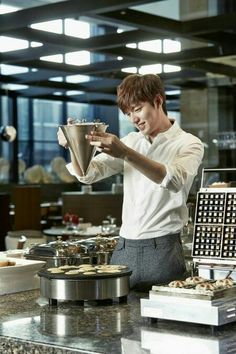 Lee Min Ho ♡ I really just love this so much! Sigh if only this was the reality I was waking up every morning Lee Min Ho and pancakes :p Korean Celebrities, Korean Actors, Korean Dramas, Lee Min Ho Kdrama, Lee And Me, Lee Min Ho Photos, Kim Woo Bin, Lee Jong Suk, Boys Over Flowers