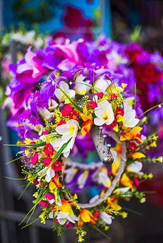 Lei (collar de flores) para la venta en Rarotonga Saturday Market (Mercado…
