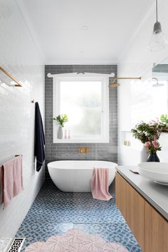 classic bathroom Narrow bathroom, love the overall idea with the tile layout but need something more extravagant in this small space !Narrow bathroom, love the overall idea with the tile layout but need something more extravagant in this small space ! Wet Rooms, Bad Inspiration, Bathroom Inspiration, Bathroom Ideas, Bathroom Trends, Bathroom Designs, Bathroom Inspo, Bathtub Ideas, Bathroom Updates