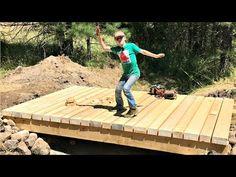 Amazing Build Wooden Bridge Over Creek Photos Pond Bridge, Garden Bridge, Outdoor Wood Projects, Outdoor Decor, Outdoor Stuff, Outdoor Ideas, Small Bridge, Cottage Garden Design, Bridge Design