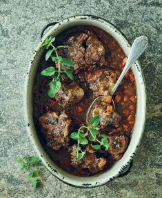 Try this oxtail potjiekos recipe, from Food Stuff, by Tony Jackman, (Human & Rousseau), over the weekend and serve it with homemade bread. Braai Recipes, Oxtail Recipes, Jamaican Recipes, Barbecue Recipes, Gourmet Recipes, Curry Recipes, South African Oxtail Recipe, South African Recipes, Beef Dishes