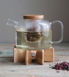 Théière en verre avec socle en bambou