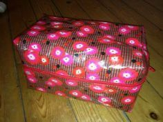tuto vanity doublé Creations, Paper, Diy, Decor, Vanity, Toiletry Bag, Couture Facile, Sewing, Clutch Bags