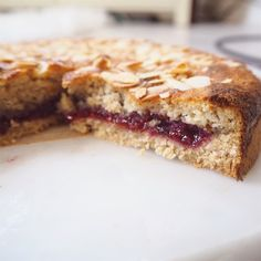 Cherry Recipes Healthy, Vegan Dessert Recipes, Tart Recipes, Almond Recipes, Sweet Recipes, Cod Recipes, Healthy Desserts, Vegan Bakewell Tart, Cherry Bakewell Cake