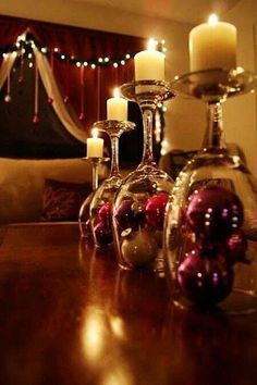 I love this simple Christmas table scape idea; and your probably already have everything you need to make it!
