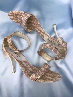Vintage Fashion 1950s, Vintage Dior, Vintage Couture, Vintage Hats, Victorian Fashion, Etsy Vintage, Aesthetic Shoes, Dior Couture, Designer Heels