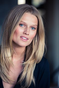 Toni Garrn Will Never Dye Her Hair (Coveteur) Cool Braid Hairstyles, 2015 Hairstyles, Summer Hairstyles, Straight Hairstyles, Toni Garrn, Short Straight Hair, Model Face, Layered Haircuts, Hot Blondes