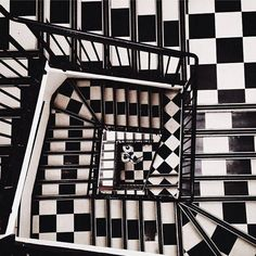 BLACK AND WHITE CHECKED STAIRCASE interior design 47park avenue