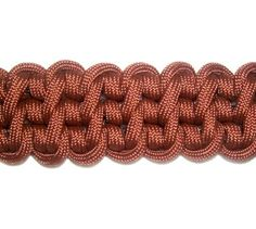 Learn to make the Guitar Bar for your Macrame projects. Paracord Tutorial, 550 Paracord, Bracelet Tutorial, Paracord Weaves, Macrame Knots, Micro Macrame, Macrame Jewelry, Paracord Projects, Macrame Projects