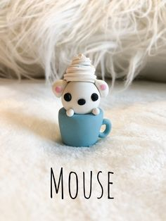 Polymer clay mouse in a cup with whipped cream Polymer Clay Kawaii, Polymer Clay Charms, Polymer Clay Creations, Polymer Clay Figures, Polymer Clay Animals, Diy Clay, Clay Crafts, Diy Kawaii, Clay Turtle