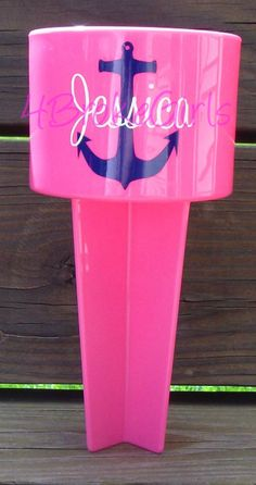 No more sandy drinks! Must haves of the summer! Silhouette Vinyl, Silhouette Projects, Vinyl Crafts, Vinyl Projects, Diy Monogram, Anchor Monogram, Beach Cups, Pink Beach, Do It Yourself Projects