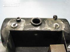 Repair work : Oil Tank No.02 ◆薄い(1.6mm)タンクの鉄板に直接マウントが溶接されていましたので 一度外してヒビを直し厚手(3mm)の鉄板を貼付け補強します。 #Harley #Oiltank #repair #welding #ハーレー #オイルタンク #修理 #溶接