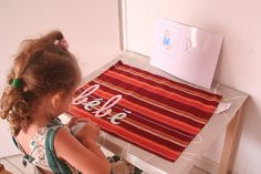 "Montessori en famille, langage, le son ""é"" by valilouve, via Flickr"