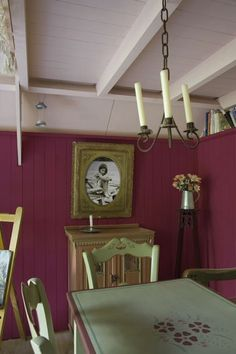 salle à manger couleur peinture rose table couleur vert V33