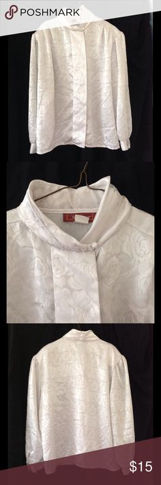 Vintage 1980s WORTHINGTON white Jacquard blouse 100% polyester white blouse with beautiful subtle jacquard floral design.  Has shoulder pads and hidden buttons on the front.  Made in the USA.  Tag days 42/22W. Vintage Tops Blouses
