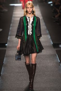 Louis Vuitton Spring 2015 Ready-to-Wear Fashion Show - Elisabeth Faber (SCOOP)