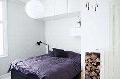 Bedroom i dark colors