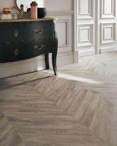 Sol PVC Exclusive 240 Haussmann - Tarkett Plus Aspiração Central, Sol Pvc, Pvc Flooring, Wood Interiors, Trendy Home, Entryway Tables, Tile Floor, Hardwood Floors, Living Room