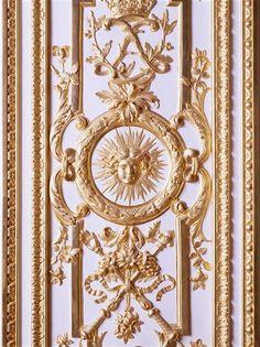 Inside view: large apartmentsVersailles castle : Venus Salon: wooden door carved and gilded 17th century / Material: carvedwood (material), gold (technical), Location: Versailles,(via Réunion des musées nationaux)
