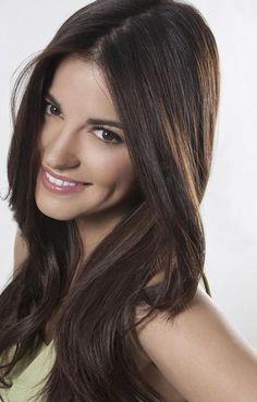 Maite Peroni natural looking makeup