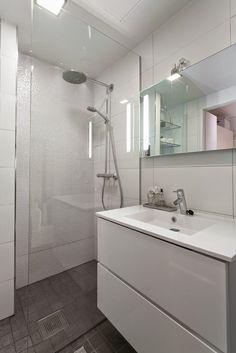 Kuistin kautta: Kotimme myynnissä Toilet Plan, Modern Condo, Have A Shower, Bathroom Toilets, Wooden House, Beautiful Bathrooms, Bathroom Inspiration, My Dream Home, Ideal Home
